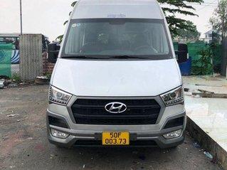 Cần bán xe Hyundai Solati năm 2017, màu bạc