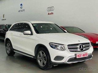 Mercedes GLC 200 sản xuất 2019, màu trắng - nội thất đen