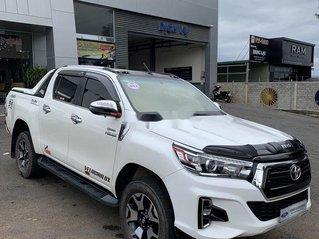 Xe Toyota Hilux sản xuất 2019, màu trắng, xe nhập