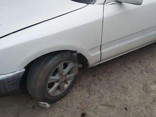 Cần bán xe Mazda 323 sản xuất 1995, màu trắng, xe nhập, 50 triệu