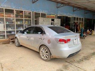 Cần bán gấp Kia Forte năm 2011, màu bạc