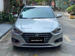Cần bán xe Hyundai Accent đời 2018, màu bạc