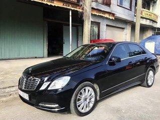 Cần bán gấp Mercedes E300 2011, màu đen còn mới