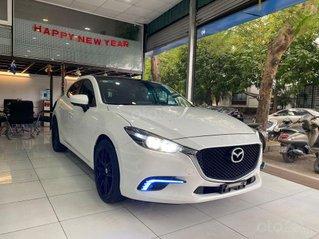 Bán Mazda 3 hatchback 1.5AT 2018 trắng, nội thất đen