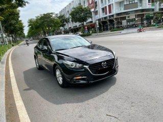 Cần bán xe Mazda 3 sản xuất 2018, màu đen, xe gia đình, giá chỉ 599 triệu đồng
