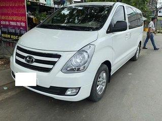 Bán ô tô Hyundai Starex sản xuất năm 2017, màu trắng, nhập khẩu