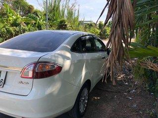 Cần bán Ford Fiesta đời 2011, màu trắng, giá tốt