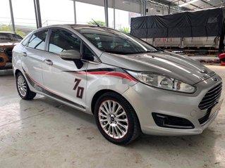 Cần bán gấp Ford Fiesta đời 2014, màu bạc