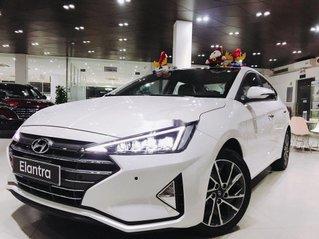 Cần bán Hyundai Elantra đời 2020, màu trắng, 687 triệu