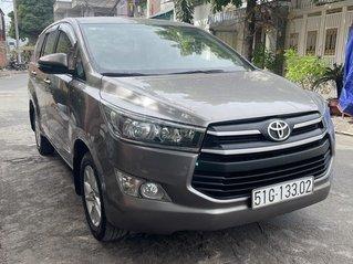 Cần bán Toyota Innova 2.0E số sàn đời 2017, odo 76000 km