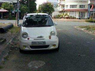 Cần bán lại xe Daewoo Matiz năm sản xuất 2002, màu trắng