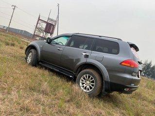 Cần bán Mitsubishi Pajero sản xuất 2012, màu xám