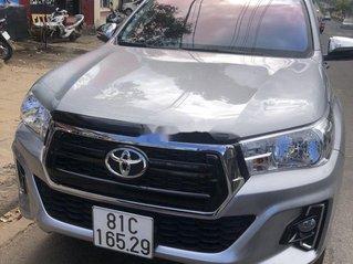 Xe Toyota Hilux sản xuất năm 2019, màu bạc, xe nhập còn mới, giá 660tr
