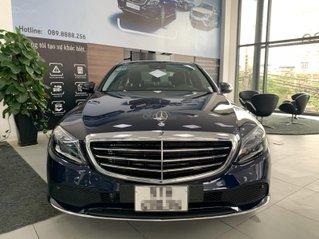 Bán Mercedes C200 xanh Cavansite 2020, nội thất đen siêu hot. Xe chạy 5km, nilon nguyên bản