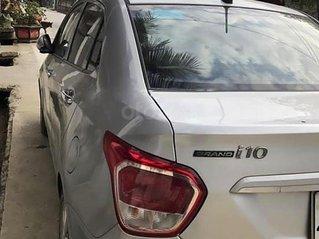 Cần bán gấp Hyundai Grand i10 2015, màu bạc, 318tr