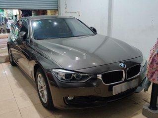 Cần bán gấp BMW 3 Series 320i đời 2013, màu xám, xe nhập, 730tr