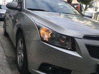 Cần bán gấp Chevrolet Cruze đời 2010, màu bạc