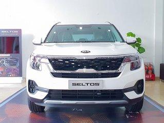 Kia Seltos 2021 Luxury màu trắng - Hỗ trợ trả góp - Ưu đãi quà tặng kèm theo - Xe đủ màu giao ngay