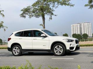 Cần bán BMW X1 bản 20i, màu trắng