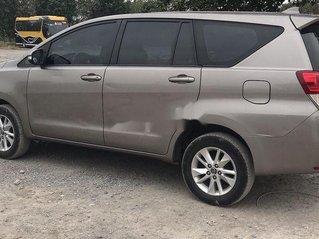 Cần bán xe Toyota Innova đời 2017, màu xám, 585 triệu