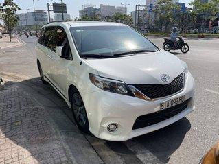 Cần bán xe Toyota Sienna sản xuất năm 2010, màu trắng, xe nhập