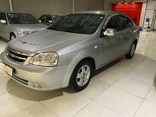 Cần bán gấp Chevrolet Lacetti năm 2014, màu bạc, xe còn mới