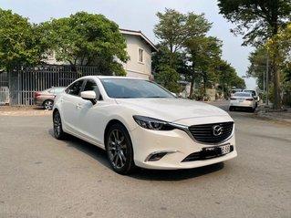 Cần bán gấp Mazda 6 sản xuất 2017, màu Trắng xe gia đình giá chỉ 739 triệu đồng
