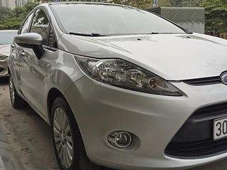 Cần bán Ford Fiesta năm sản xuất 2011, màu bạc còn mới