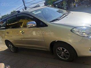 Cần bán gấp Toyota Innova năm 2006, màu vàng cát, giá tốt