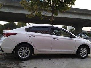 Cần bán gấp Hyundai Accent 1.4 AT sản xuất năm 2019, màu trắng