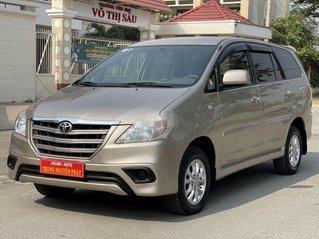Cần bán Toyota Innova đời 2014, màu vàng cát
