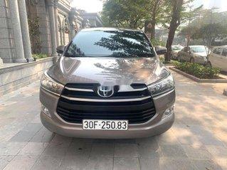 Cần bán gấp Toyota Innova năm 2018, màu xám