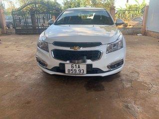Cần bán lại xe Chevrolet Cruze năm 2017, màu trắng, 335tr