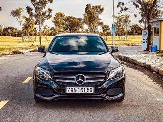 Bán Mercedes C200 đời 2018, màu đen, xe chính chủ