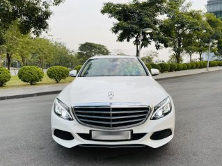 Cần bán gấp Mercedes C250 sx 2017 đăng ký 2018 màu trắng nội thất kem - biển Hà Nội - Giá 1 tỷ 385tr - Bank hỗ trợ 70%