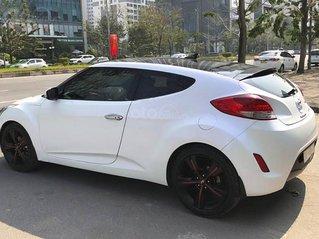 Bán xe Hyundai Veloster đời 2011, màu trắng, xe nhập chính chủ, giá chỉ 396 triệu