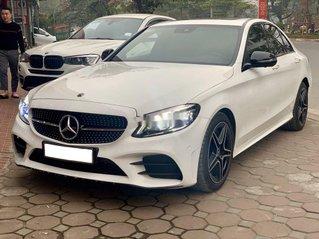 Cần bán Mercedes C300 AMG sản xuất 2019, giá mềm