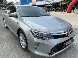 Bán Toyota Camry 2.0E năm 2017, giá chỉ 855 triệu