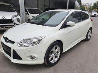 Cần bán gấp Ford Focus năm sản xuất 2014, màu trắng