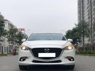 Cần bán gấp Mazda 3 sản xuất năm 2019, màu trắng
