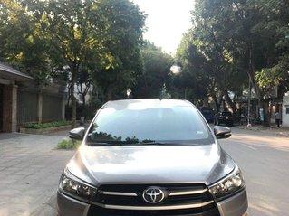 Cần bán lại xe Toyota Innova sản xuất năm 2017, giá 585tr