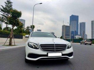 Tôi cần bán Mercedes E200 Exclusive, sản xuất 2017, số tự động, màu trắng