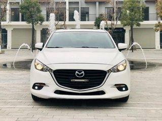 Hot bán nhanh Mazda 3 1.5 đời 2017 màu trắng, xe 1 chủ từ đầu biển thành phố chạy zin 50000 km, xe đẹp không 1 lỗi nhỏ