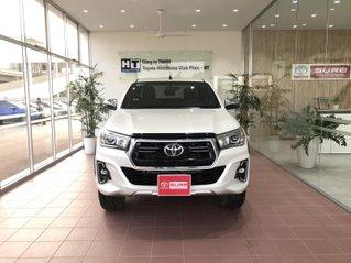 Cần bán xe Toyota Hilux AT 2019 màu trắng, biển Hà Nội, xe gia đình, xe mới chạy hơn 43.000 km - xe cũ chính hãng giá tốt