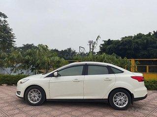 Xe Ford Focus 2018, màu trắng còn mới