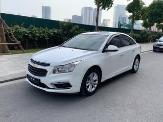 Cần bán Chevrolet Cruze sản xuất 2016, màu trắng còn mới, giá 355tr