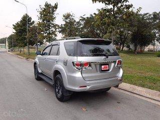 Xe Toyota Fortuner sản xuất 2016, màu bạc số sàn