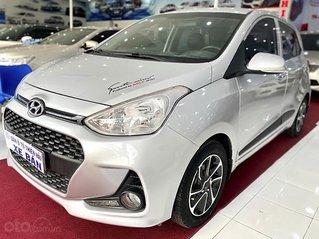 Cần bán xe Hyundai Grand i10 đời 2018, màu bạc, xe gia đình