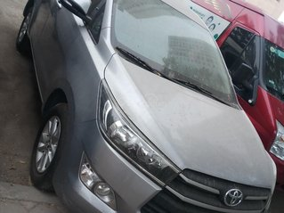 Bán xe Toyota Innova 2.0 E đời 2017 chính chủ, màu xám, mới thay dàn lốp mới, xe nguyên bản, giá tốt