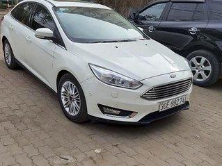 Bán ô tô Ford Focus đời 2017, màu trắng chính chủ, giá tốt